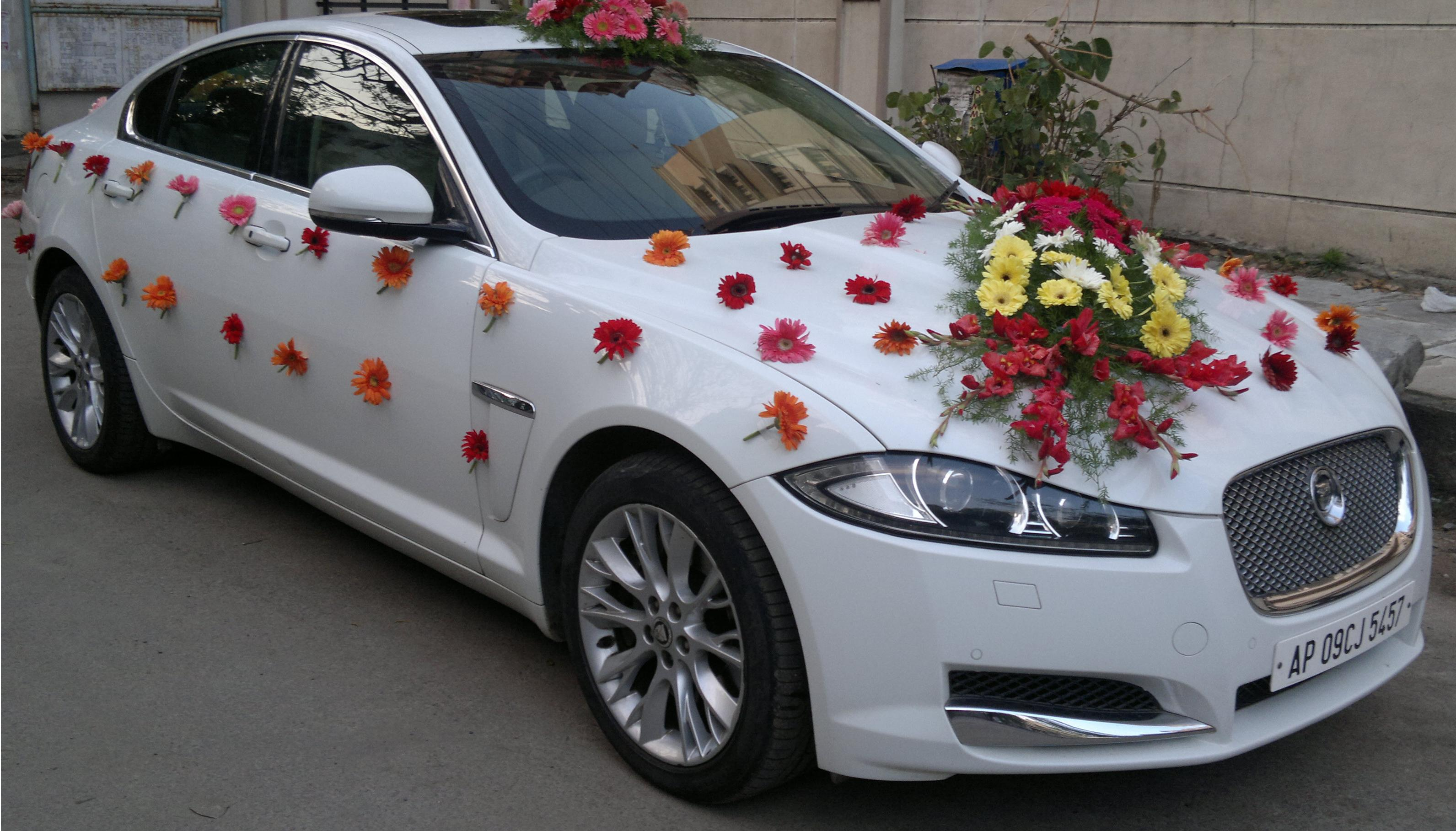 What decorate the wedding car